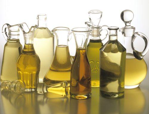 Cudowna moc olejów. Lniany, z awokado, z wiesiołka, kokosowy – kiedy stosować?